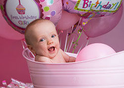 Adorable baby girl in tub with 1st birthday ballons. The picture was for Addyson's birtday invitations by a Tuscaloosa, Alabama photographer.