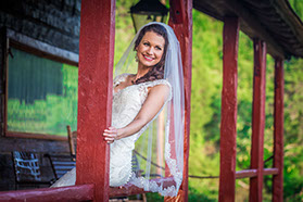 North River Yacth Club bridal portrait in Tuscaloosa, Alabama