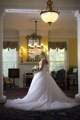 Tuscaloosa, Alabama bridal portrait photography at the Battle-Friedman House.